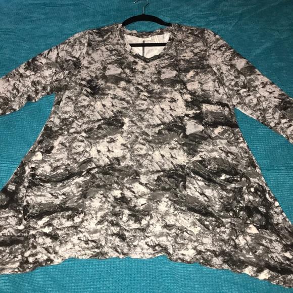LOGO Lori Goldstein marble tunic